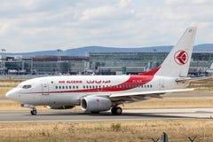 Gen seguinte de Air Algerie Boeing 737 no cano principal de Francoforte Imagem de Stock