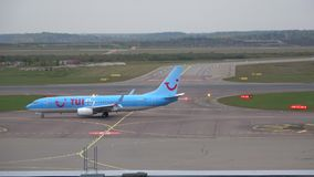 GEN siguiente de Boeing 737 del ` de TUIfly Nordic del ` de la línea aérea, aeropuerto de Vantaa helsinki metrajes