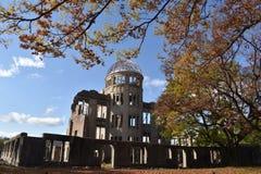 Genbaku圆顶在秋季期间的广岛,日本圆顶 库存照片