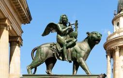 gendarmenmarkt τετραγωνικό άγαλμα konzerthaus &alp Στοκ φωτογραφία με δικαίωμα ελεύθερης χρήσης