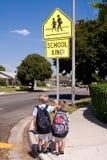 gående skola till Royaltyfri Fotografi