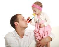 Pai e sua filha pequena foto de stock royalty free