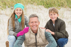Gene e suas crianças que apreciam um dia para fora Fotos de Stock