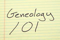 Genealogía 101 en un cojín legal amarillo fotografía de archivo