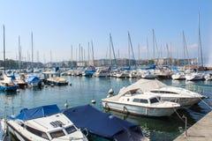 GENEBRA - 7 DE SETEMBRO: moorage no lago geneva em setembro Fotografia de Stock Royalty Free