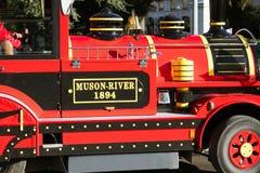 Genebra pouco trem vermelho para o turista em um parque fotografia de stock royalty free