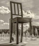 Genebra, Suíça Cadeira quebrada monumento Imagens de Stock
