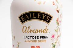 Genebra/Suíça 16 07 18: A lactose da bebida de Bailey Almond livra o licor fotos de stock royalty free