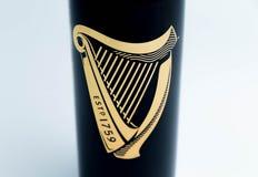 Genebra/Switzerland-9 9 18: Fim do logotipo da lata de cerveja de Guinness acima do símbolo isolado fotografia de stock royalty free