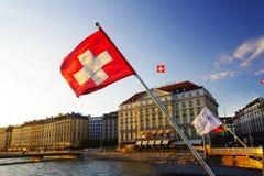 GENEBRA, SWITZTERLAND - 27 DE OUTUBRO DE 2017: Luz do por do sol sobre Leman Lake, Genebra Fotografia de Stock