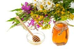 Geneeskrachtige kruiden en honing in volksgeneeskunde stock foto's