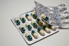 Geneeskunde in blaar stock fotografie