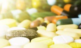 Geneeskunde of capsules Drugvoorschrift voor behandelingsmedicijn Farmaceutisch geneesmiddel, behandeling in container voor gezon Royalty-vrije Stock Fotografie