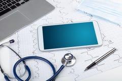 Geneeskunde en modern technologieconcept met copyspace op tablet stock foto's