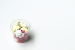 geneeskunde op een witte achtergrond Stock Foto's