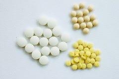 Geneeskunde, witte achtergrond Stock Afbeelding