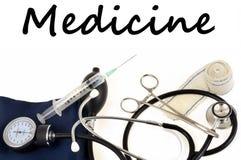 Geneeskundeconcept met medische instrumenten stock foto's