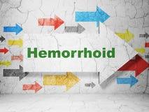 Geneeskundeconcept: pijl met Hemorrhoid op de achtergrond van de grungemuur Stock Fotografie