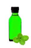 Geneeskundefles met groen stroop en muntkruid Stock Foto's
