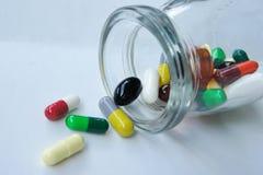 Geneeskundepillen die uit morsen Royalty-vrije Stock Afbeelding