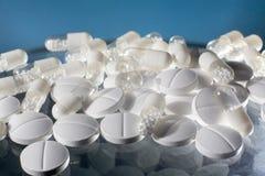 Geneeskundepillen en capsules royalty-vrije stock afbeeldingen