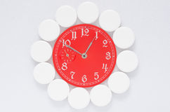 Geneeskundepillen en horloges Royalty-vrije Stock Fotografie
