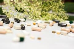 Geneesmiddelen en kruid stock afbeeldingen