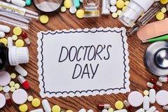 Geneesmiddelen, hulpmiddelen en groetkaart Royalty-vrije Stock Foto's