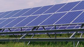 Generación verde de la energía de los paneles solares de la célula, producción de energía metrajes