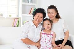 Generaciones de la familia. Imágenes de archivo libres de regalías
