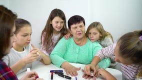 Generaciones de las mujeres de una familia almacen de metraje de vídeo