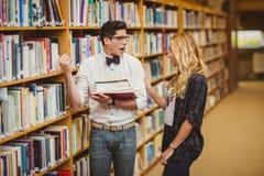Generad nerd som möter upp en flicka royaltyfria foton