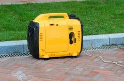 Generador eléctrico pequeño generador digital portátil Imagenes de archivo