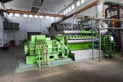 Generador espera industrial enorme del dieasel. Foto de archivo
