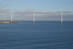 Generadores de viento costa afuera Foto de archivo