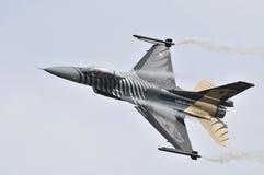 General Dynamics F-16CG nattfalk royaltyfria bilder
