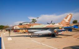 General Dynamics F-16A Netz exhibió en el museo israelí de la fuerza aérea imágenes de archivo libres de regalías
