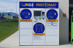 General Logistics Systems GLS Parcel and letter automaat Stock Image