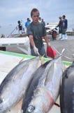 General Santos, Filipinas - 5 de septiembre de 2015: El pescador es l Fotos de archivo libres de regalías