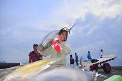 General Santos, Filipinas - 5 de septiembre de 2015: Los porteros son loa Fotos de archivo libres de regalías