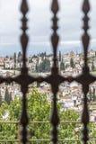 Generalife för Granada sikt ändå fönster royaltyfri fotografi