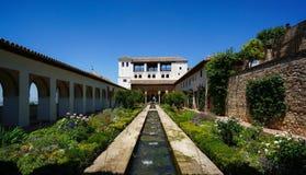 Generalife - Hof van het Waterkanaal in Granada, Spanje stock foto's