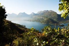 Generalità del lago Annecy all'autunno sulla mattina Fotografia Stock Libera da Diritti