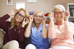 Generatie drie van vrouwen met glazen Royalty-vrije Stock Afbeeldingen