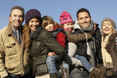 3 generatiefamilie in openlucht in de winter Royalty-vrije Stock Afbeelding