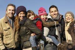 3 generatiefamilie in openlucht in de winter Stock Foto's