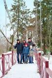 Generationen der dreiköpfigen Familie für einen Weg Lizenzfreie Stockfotografie