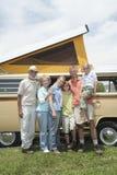 Generations-Afamilie drei mit Campervan Stockbilder