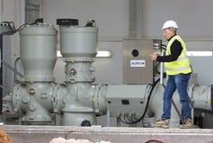 Generatore di corrente diesel di sostegno ad alta tensione dell'impianto per il trattamento dei rifiuti Immagine Stock
