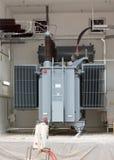 Generatore di corrente diesel di sostegno ad alta tensione dell'impianto per il trattamento dei rifiuti Fotografia Stock